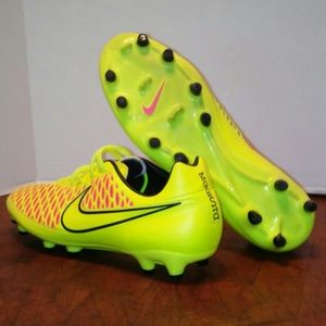NWOT Nike Magista Onda FG men's soccer cleats